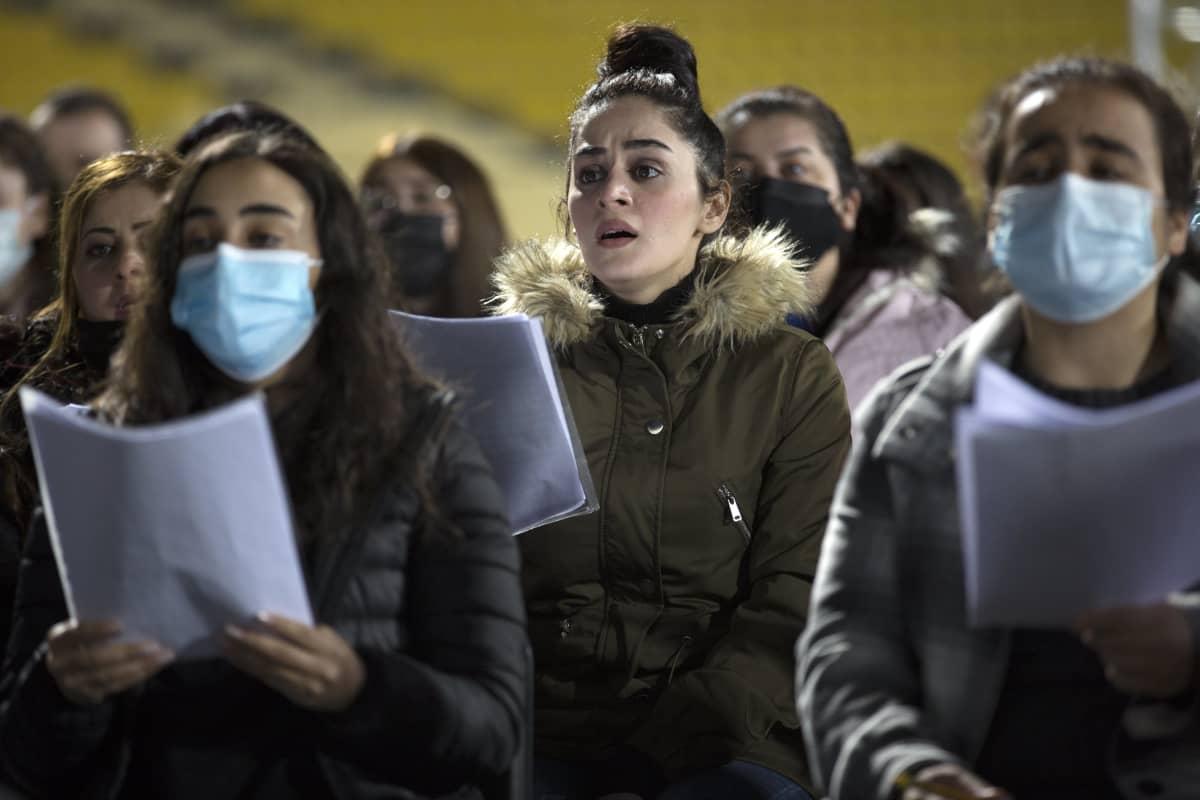 Kurdien ja kristittyjen yhteinen orkesteri kuoroineen harjoitteli maanantaina Erbilissä stadionilla paavin vierailua ja messua varten.
