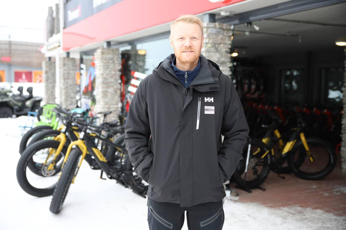 Yrittäjä Olli Suvilampi on Ylläksen talvipyöräilyn pioneeri