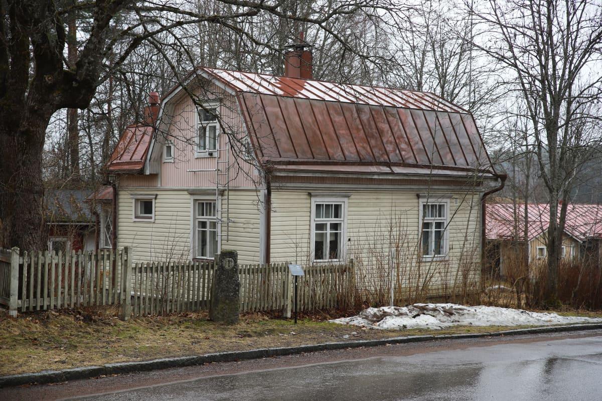 Kouvolan museokorttelilla Uudenmaankatu 63. osoitteessa sijaitseva rakennus, joka on myyty.