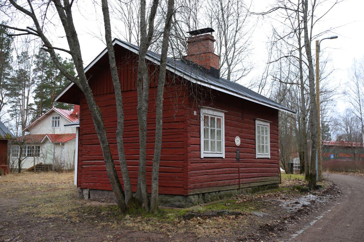 Veturimiehenraitti 5. osoitteessa sijaitseva Nygrenin talo, joka on myyty.
