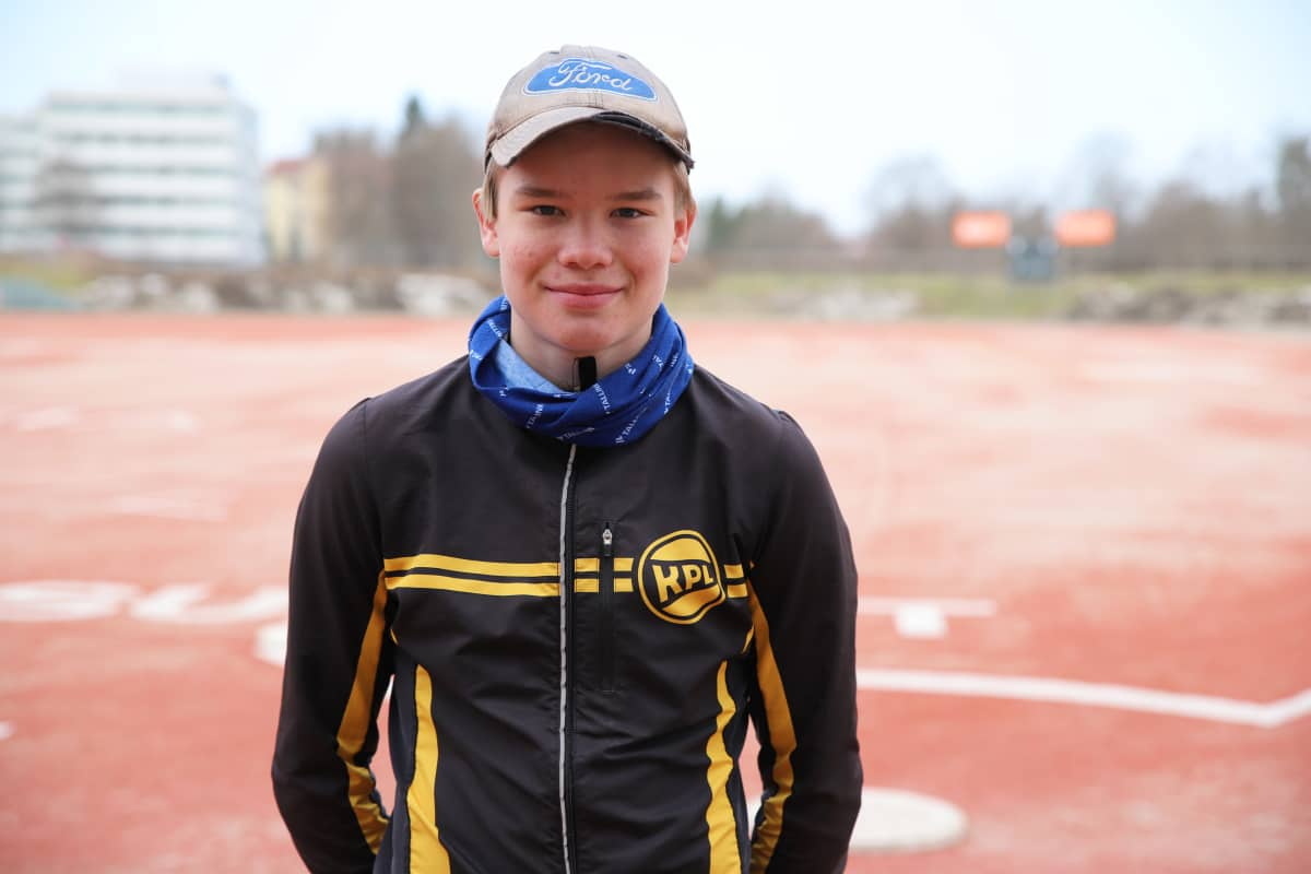 Kouvolan pallonlyöjien C-juniori Akesli Pitkänen.