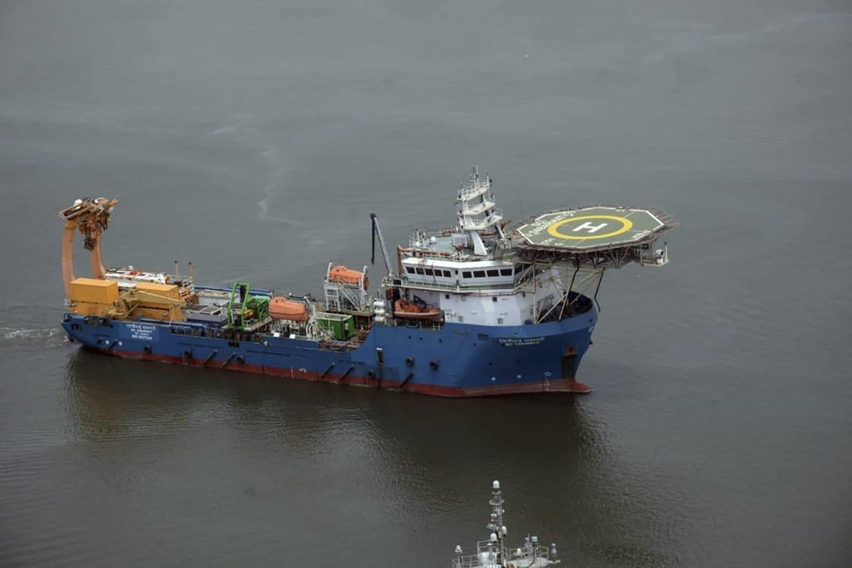 Intian laivaston pelustusalus merellä.
