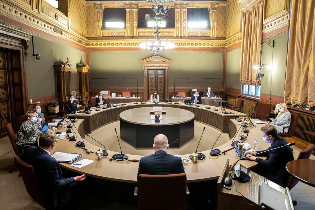 Hallitus kokoontuu Säätytalolla