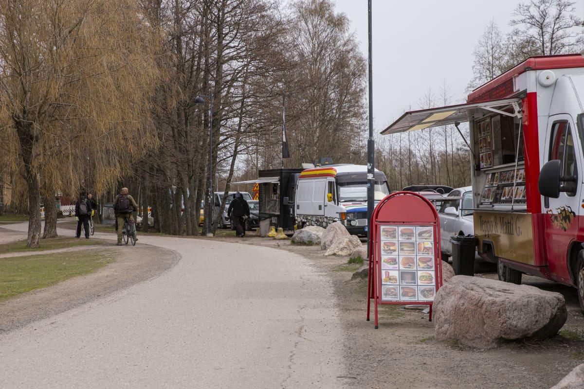 Ruokarekkoja Pornaistenniemessä.