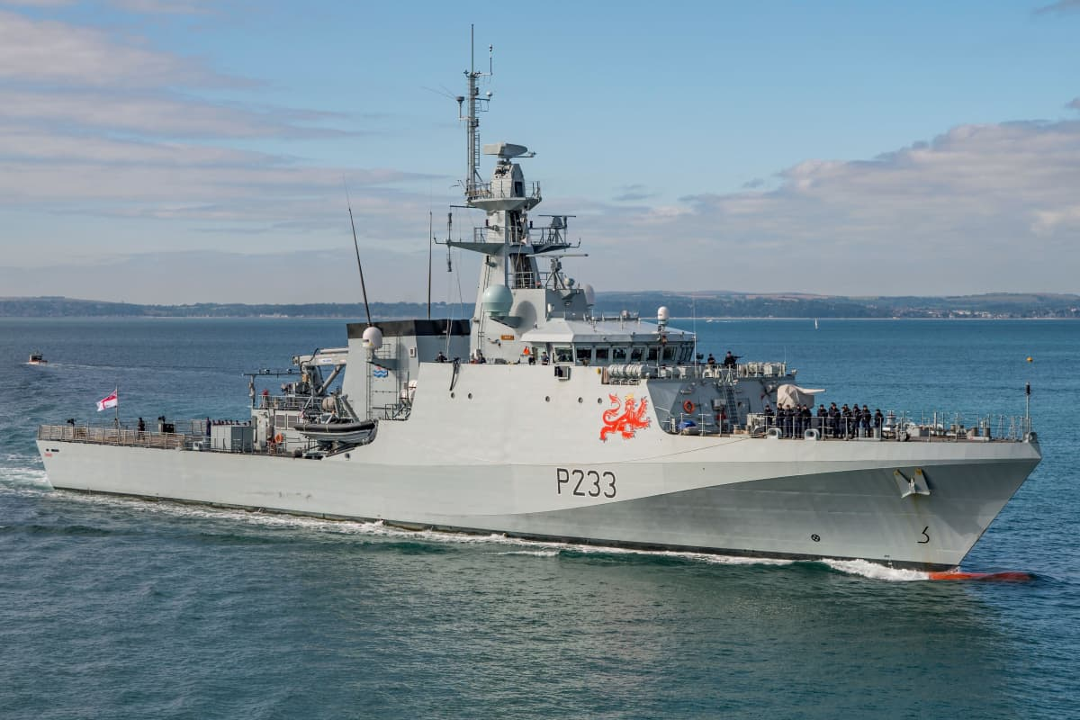 Englannin merivoimien partiovene HMS Tamar.