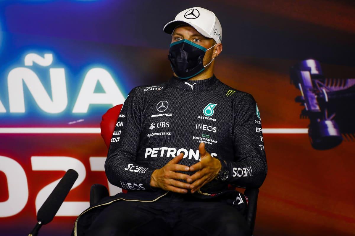 Valtteri Bottas kuvattuna Espanjan GP:n jälkeen tiedotustilaisuudessa