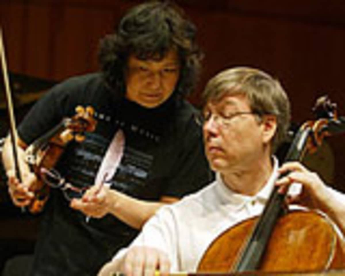 Yoshiko Arai ja Seppo Kimanen soittavat