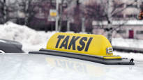 Rovaniemen joulusesongissa ajaa myös oululaisia takseja – yrittäjän mukaan kuskeja on käyty uhkailemassa