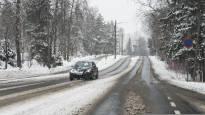 Lumisade huonontaa ajokeliä etelässä ja lännessä