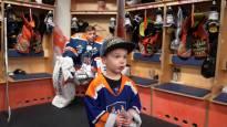 4-vuotias Jerry Järvensivu on kävelevä jääkiekkotietopankki – katso videolta, kuinka Jerry kohtaa Tapparan maalivahti Christian Heljankon