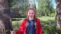 Kahdeksan laudaturin Elsa Österåker haravoi kesän hautausmaata – kauempana tulevaisuudessa siintää tutkijan työ