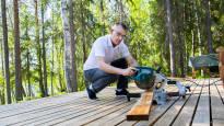 Kun DNA oli listautumassa pörssiin, toimitusjohtaja Jukka Leinonen rakensi kotirantaansa savusaunan –