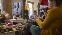 Suomen ainoat Neulefestarit on saanut laajaa kansainvälistä näkyvyyttä – Jyväskylässä neulotaan ja myydään lankoja
