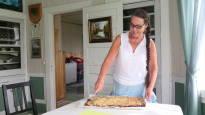 Naapuri lahjoitti läjän raparperia – syntyi resepti, joka leviää kulovalkean tavoin kotileipureiden keskuudessa