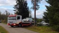 Salama vaurioitti useita autoja juhlapaikalla Hartolassa, Kouvolassa satoi tunnissa kuukauden sademäärä