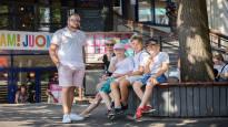 Kuuman kesän yllättävä seuraus: Moni perhe jättää huvipuistoreissun tekemättä