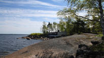 Entinen sotilassaari houkuttelee nyt tunnettuja suomalaisia näyttelijöitä – muun muassa Krista Kosonen ja Jasper Pääkkönen ovat käyneet tutustumassa vuosikymmeniä suljettuna olleeseen saareen