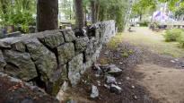 В Хельсинки пытаются разобраться, кто оплатит нанесенные кладбищу Хиетаниеми во время фестиваля Week ...