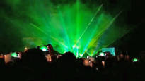Ilotulitteista tuli vuodenvaihteen kuuma peruna – osa kunnista toivoo lasershowsta ilotulitusten korvaajaa