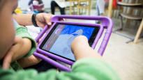 Päiväkodin lapset ottavat älylaitteella lääkärileikin röntgenkuvia ja leikkivät lelupiilosta – Koukuttavuus huolettaa kehitysneuropsykologian dosenttia