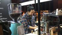Pienpaahtimoilla on kova työ päästä halpaan kahviin tottuneiden suomalaisten kuppeihin: Vaaleapaahtoa parjataan myös syyttä