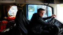 Tutkija istui satoja tunteja rekkakuskien kyydissä ja yllättyi sääntelyn määrästä – Pakkotauko 10 kilometriä ennen määränpäätä