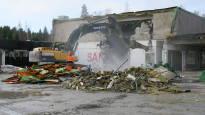 Rakennuksia menee nyt matalaksi kiihtyvällä vauhdilla  – purkualaa uhkaa jopa työvoimapula