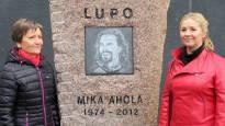 Endurolegenda Mika Ahola sai näköisensä muistomerkin: lujan ja sitkeän – oman tiensä kulkija rakasti pyöräänsä
