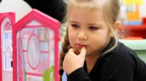 Tea Takkinen, 4, pääsee taas päiväkotiin ilman perusteluita – Eriarvoistuuko lapsuus, kun osa kunnista luopuu subjektiivisen päivähoidon rajauksesta, osa ei?