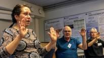 Yhdessä laulamisesta haetaan apua Parkinsonin taudin oireisiin – moni kärsii ääniongelmista, mutta puheterapiaan on vaikea päästä