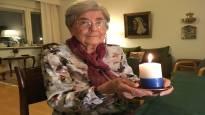 97-vuotias Brita Oranen sytyttää kynttilän itsenäiselle Suomelle: