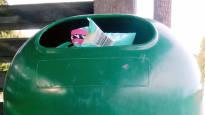 Nokialainen nainen keksi helpon ratkaisun pahaan muoviongelmaan: Valokuvausreissu paljasti, että Suomi on täynnä vääränlaisia roskalaatikoita