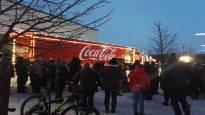 Coca-Cola pahoittelee sen joulurekasta aiheutuneita ruuhkia Oulussa – yksi myöhästyi työtapaamisesta, toinen ei ehtinyt hakemaan lasta päiväkodista ajoissa