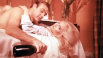 Jussi Vares kännää kuin James Bond – listasimme suomalaisia elokuvia, joissa juodaan riskirajoilla