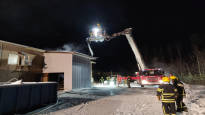 Teollisuushallin palo sammutettu Kaustisella – syttymissyy yhä epäselvä