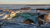 Suomalaisten juomavettä puhdistetaan kaatopaikkajätteellä – Kemira joutui uuteen tilanteeseen pigmenttitehtaan palon takia