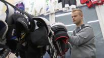 Lihanleikkaajasta menestyvän verkkokaupan pyörittäjäksi – käytettyjä jääkiekkovarusteita kauppaava yritys löysi sopivan markkinaraon