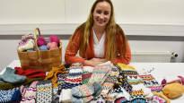 Mia Sumell ei malttanut nuorena tehdä sukkaparia valmiiksi, mutta nyt hänen ohjesivuillaan on tuhansia seuraajia