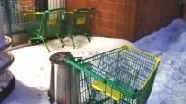 Missä ovat kaikki varastetut ostoskärryt? Kärryjen vieminen on monissa maissa kansanhuvia, Suomessakin katoaa vuosittain satoja vaunuja