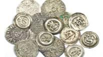 Viemäritöissä löytyi puolitoista tuhatta hopearahaa – konservoitu Ulvilan aarre näytteille Kansallismuseoon