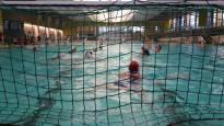 Lajilleen omistautuneet vesipalloilijat pelaavat varhain aamulla ja myöhään illalla –