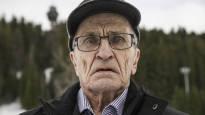 Eljas Koistinen, 87, on hiihtänyt maakuntaviestissä peräti viidellä vuosikymmenellä ja kerran hirmupakkasessa –