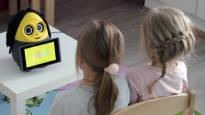 Eskarirobotti opettaa matematiikkaa ja oppii samalla savoa – Vinbotti palkitsee oikean vastauksen rummunpärinällä