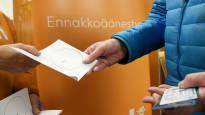 Vaalilakia rikottiin Jyväskylässä ja Oulussa – kymmeniä äänestäjiä käännytettiin etuajassa pois äänestyspaikalta