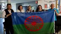 Monien vieroksuma lippu nousee Seinäjoen kaupungin salkoon romanien kansallispäivänä – romaniaktiivi:
