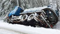Lunta satanut paikoin parikymmentä senttiä – liikenteessä vaikeuksia keskisessä Suomessa: