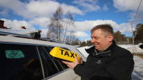 Taksiuudistus sotki pikkukylän kuviot – kun taksiautoilijat lopettivat yöpäivystyksen, ravintolayrittäjän oli pakko istua itse auton rattiin