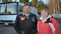 """""""Ei kukaan lähde hakemaan näitä kaloja Mynämäen korvesta"""" – kalastaja Jukka Toivonen hankki kauppa-auton ja lastasi kalat kumipyörien päälle"""