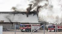 Kemian alan teollisuushallin katto paloi Kotkassa