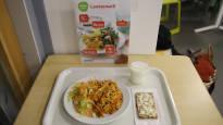 Школьникам надоели переваренные спагетти – дети начали «обеденный бунт»